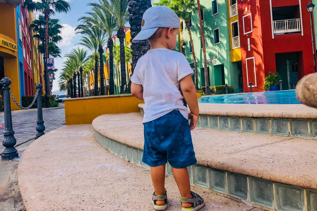 Renaissance Mall willemstad with toddler