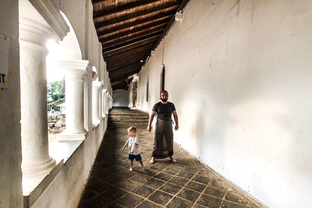 Visiting buddhist temples in Sri Lanka